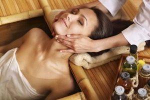 Eine Frau entspannt sich bei der Vitamin B12 Kur