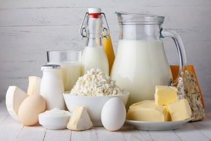 Lebensmittel die reich an Vitamin B13 sind wie Ziegenkäse